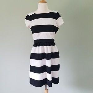 Elle black and white striped dress size 6